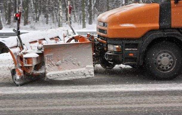 К уборке первого снега в Киеве привлекли 259 единиц техники