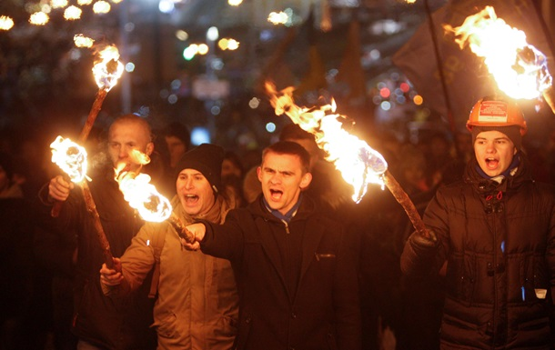 Освистали Порошенко,  люстрировали  женщину, захватили завод. Видео недели