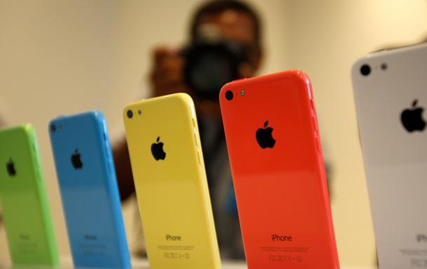 Apple остановит производство iPhone 5C в 2015 году - СМИ