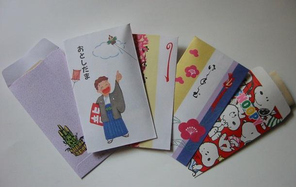 Два японца украли из магазинов 16 тысяч открыток