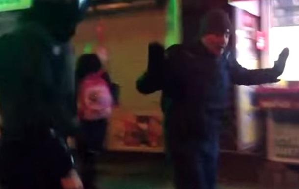 В Киеве уволят милиционера, избившего противника концерта Ани Лорак