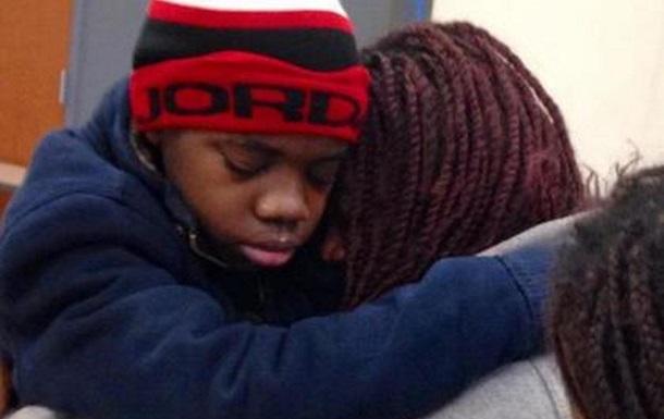 В США отец прятал сына от матери за потайной стеной в шкафу