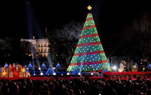 Обама зажег огни на рождественской елке перед Белым домом