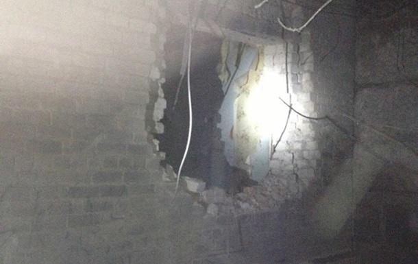 В Авдеевке снаряд попал в здание горотдела милиции