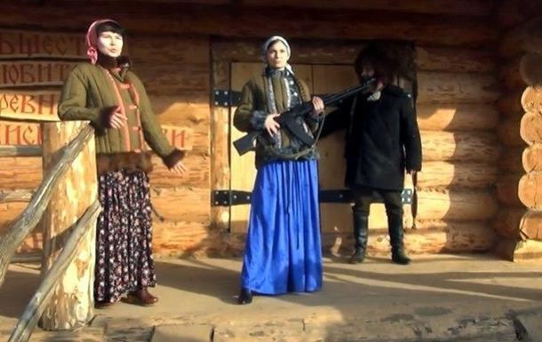 В ватниках и с оружием: жена российского миллионера устроила показ мод