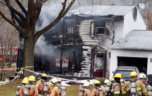 В США частный самолет врезался в жилой дом
