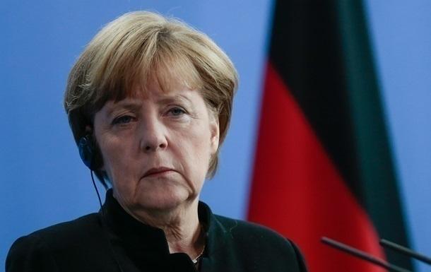 Меркель обещает продолжать давить на Россию