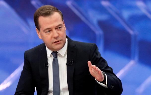 В одной лодке с народом . Медведев призвал россиян набраться терпения