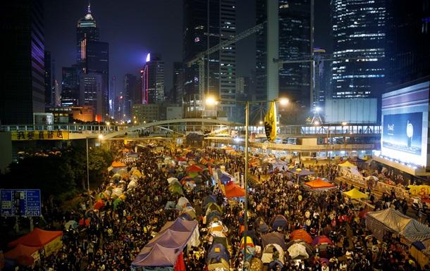 Полиция начала расчистку гонконгского майдана