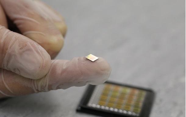 В Израиле создали самую миниатюрную Библию в мире