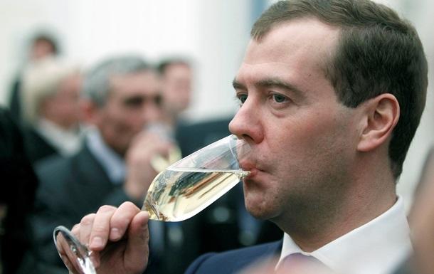 Медведев в день рождения угощал гостей только российскими продуктами