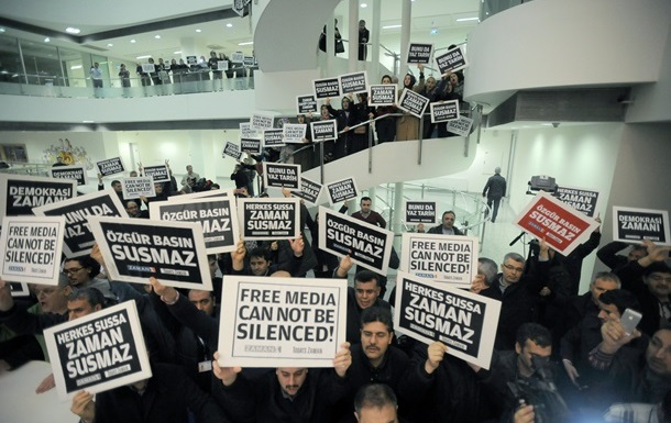 ЕС жестко раскритиковал обыски и аресты журналистов в Турции