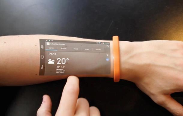 Как на ладони: представлен браслет, проецирующий экран смартфона на руку