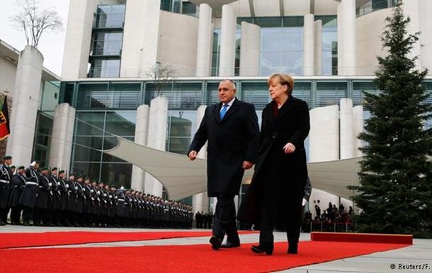 Меркель выступает за возобновление переговоров по Южному потоку