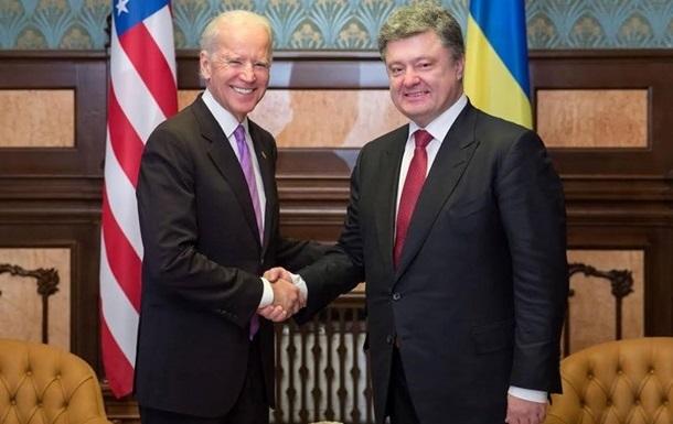Байден пообещал Порошенко добиться помощи Украине от МВФ