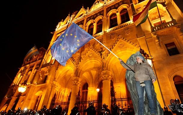 В Будапеште полиция применила против протестующих перцовый газ - СМИ