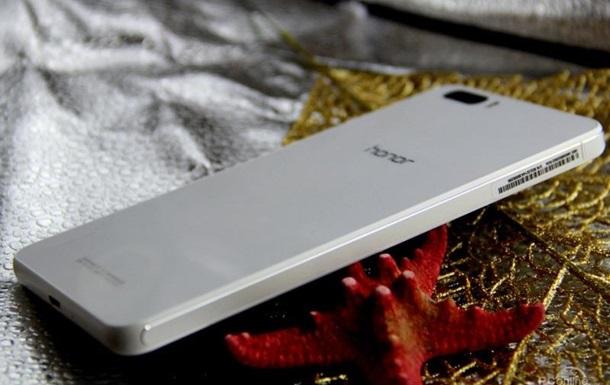 Не просто большой: Китайцы представили  убийцу  iPhone 6 с тремя камерами
