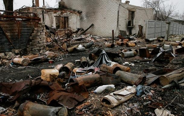 Силовиков на Донбассе обстреляли за день десять раз