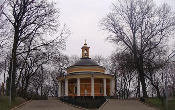 В Киеве храм на Аскольдовой могиле забросали  коктейлями Молотова