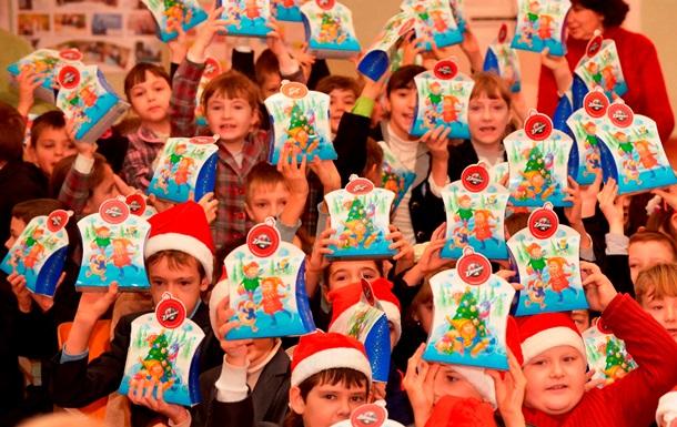Фонд Колесникова вручил подарки детям, пострадавшим в ходе АТО