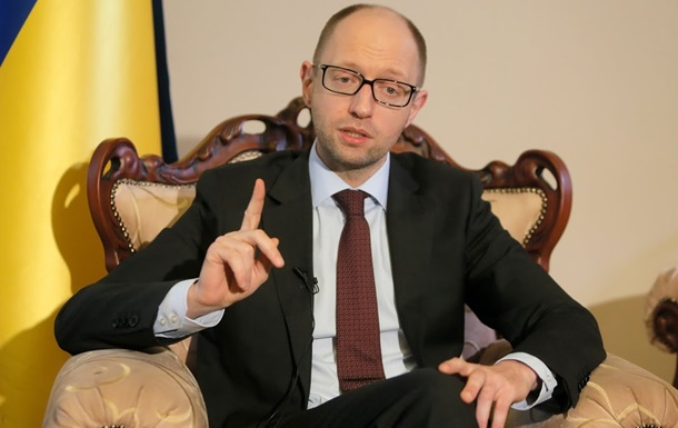 Яценюк обещает не урезать выплаты украинцам