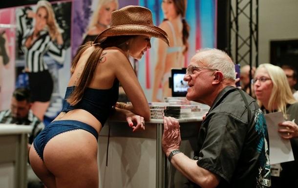 Бесплатное порно особенно популярно среди холостяков