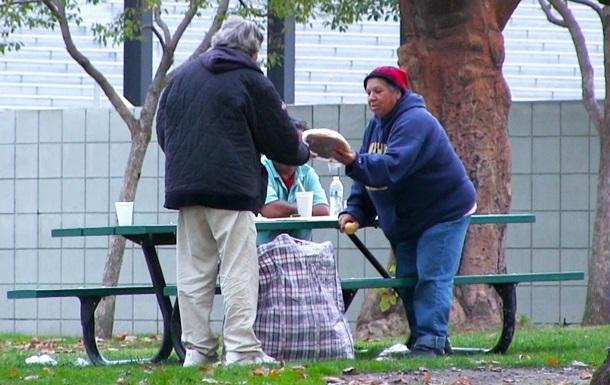 Социальный эксперимент  Как бездомный потратит $100  взорвал интернет