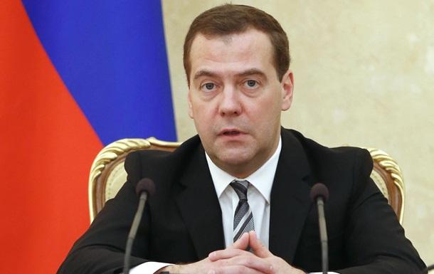 Медведев предсказал для России  крайне непростой  2015 год