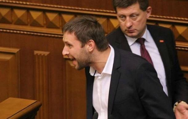 Нардеп Парасюк говорит, что ему разбили автомобиль