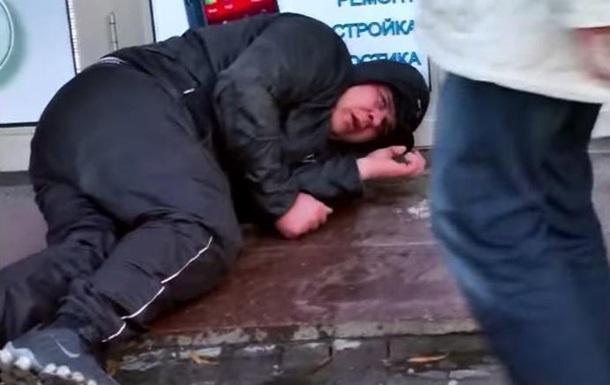 Обнародовано видео избиения людей на митинге в Харькове