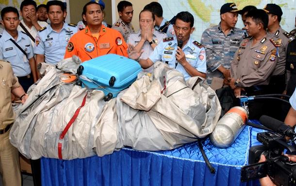 Обнаружены еще три тела с самолета AirAsia