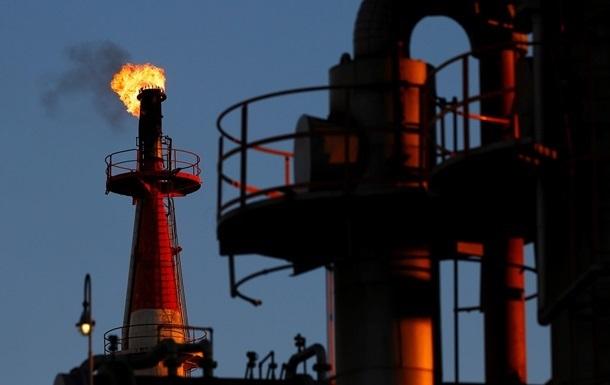 Нефть закончила год на отметке ниже 56 долларов за баррель