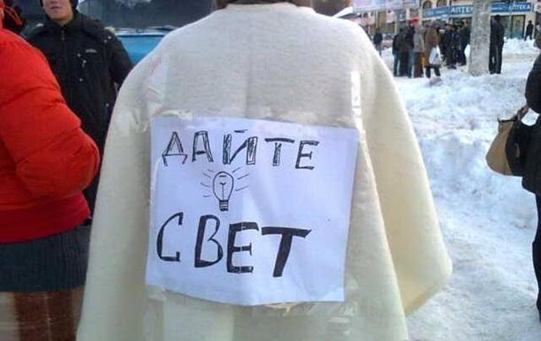 Одесситы, встречавшие Новый год без света, перекрывают улицы