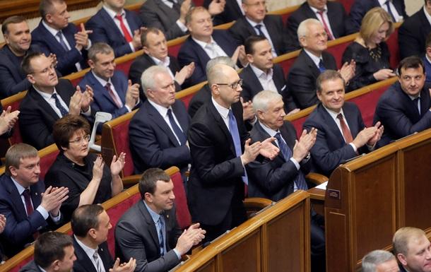 В бюджете-2015 зарплаты депутатам и министрам не сокращали