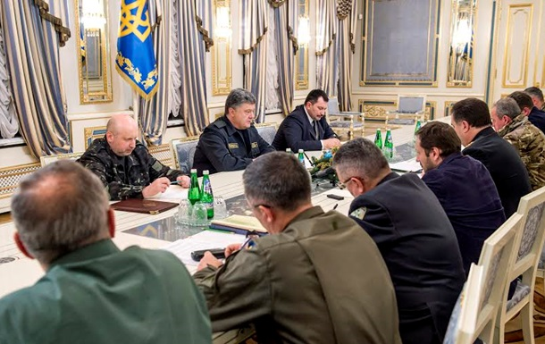 Порошенко созвал силовиков и призвал их к решительным действиям