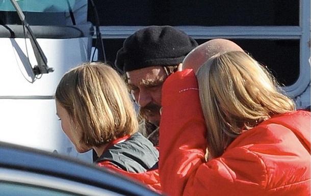 Джонни Депп стал похож на Депардье для нового фильма с дочкой