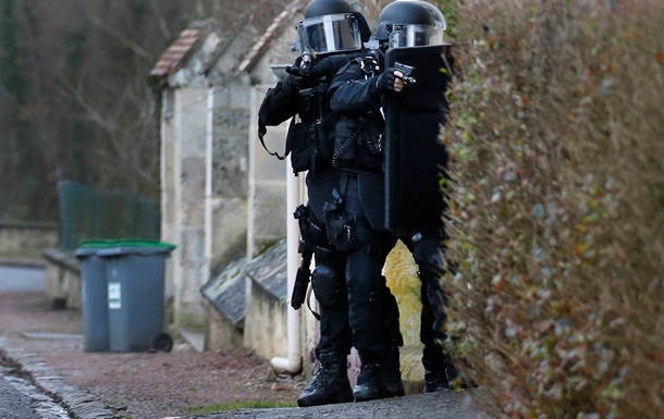 Во Франции третий раз за день захватили заложников - СМИ