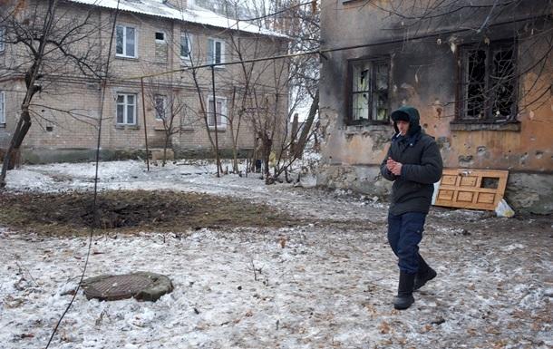 В Донецке с утра слышны залпы и взрывы