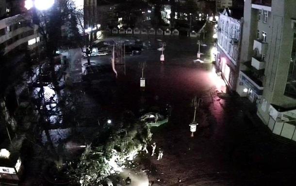В Ивано-Франковске упала главная новогодняя елка