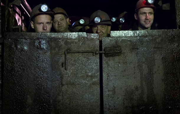 В Донецке обесточена шахта  Засядько , под землей 364 шахтера
