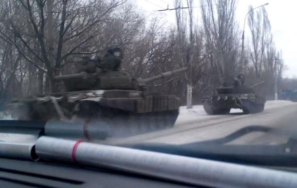 В сети появилось видео колонны военной техники у Краснодона