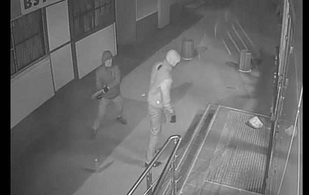 Roshen опубликовала видео нападений на магазины в Киеве