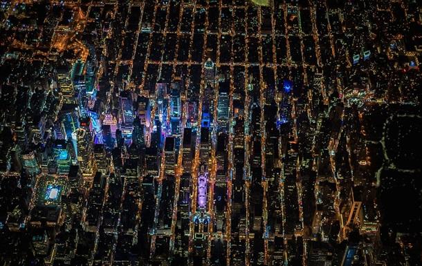 Фотограф показал ночной Нью-Йорк с высоты в два километра