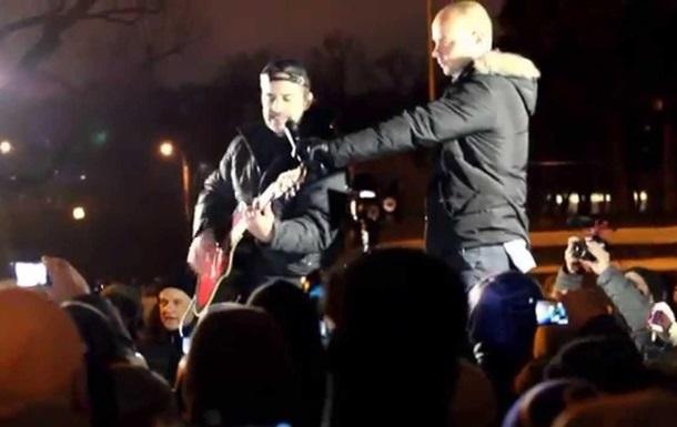 На митинге в Санкт-Петербурге спели песню о Путине