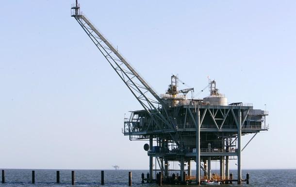 Число работающих нефтяных вышек в США снизилось