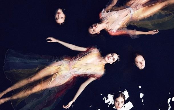 Модный дом Valentino представил мифическую рекламную кампанию