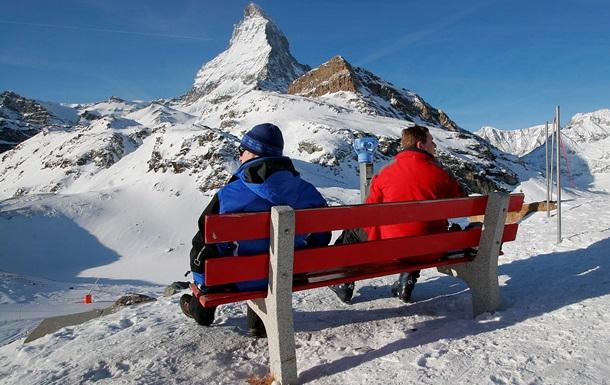 Российских туристов отказались обслуживать на курортах Швейцарии