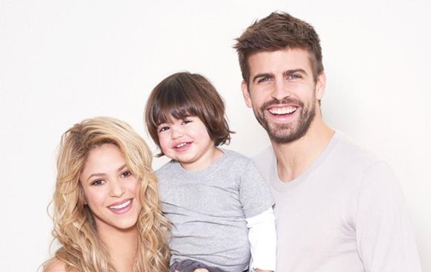 Беременная Шакира снялась в фотосессии с сыном и Жераром Пике