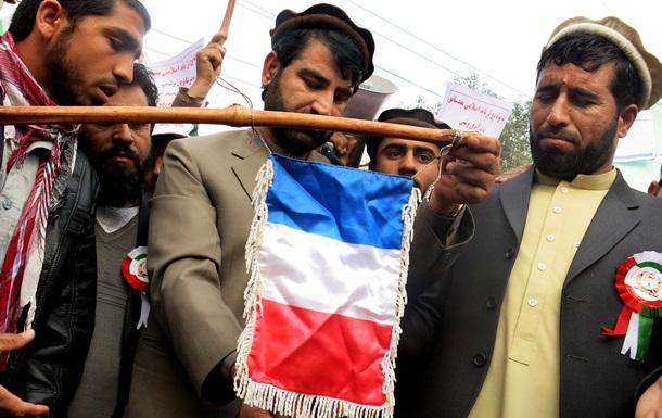 Протестующие в Афганистане сожгли французский флаг