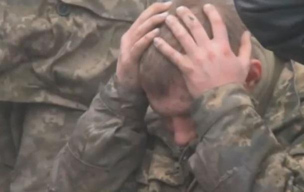 Восемь защитников аэропорта попали в плен, среди них, возможно, комбат